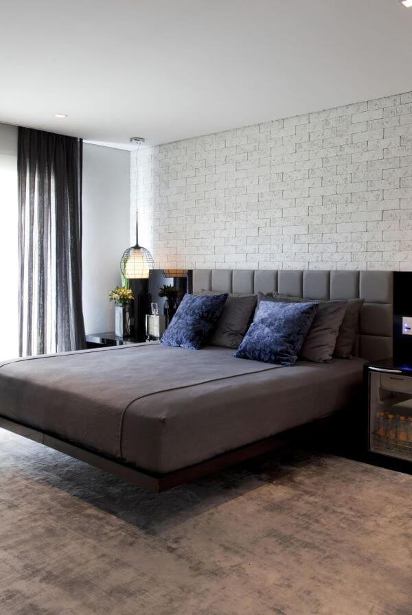 Revestimento para quarto de casal com papel de parede