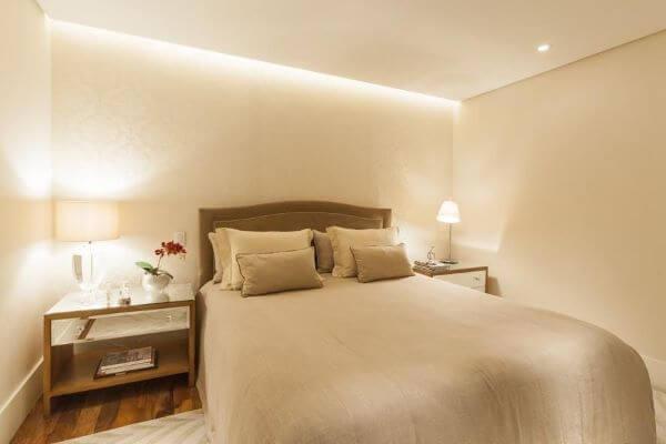 Revestimento para quarto com papel de parede claro