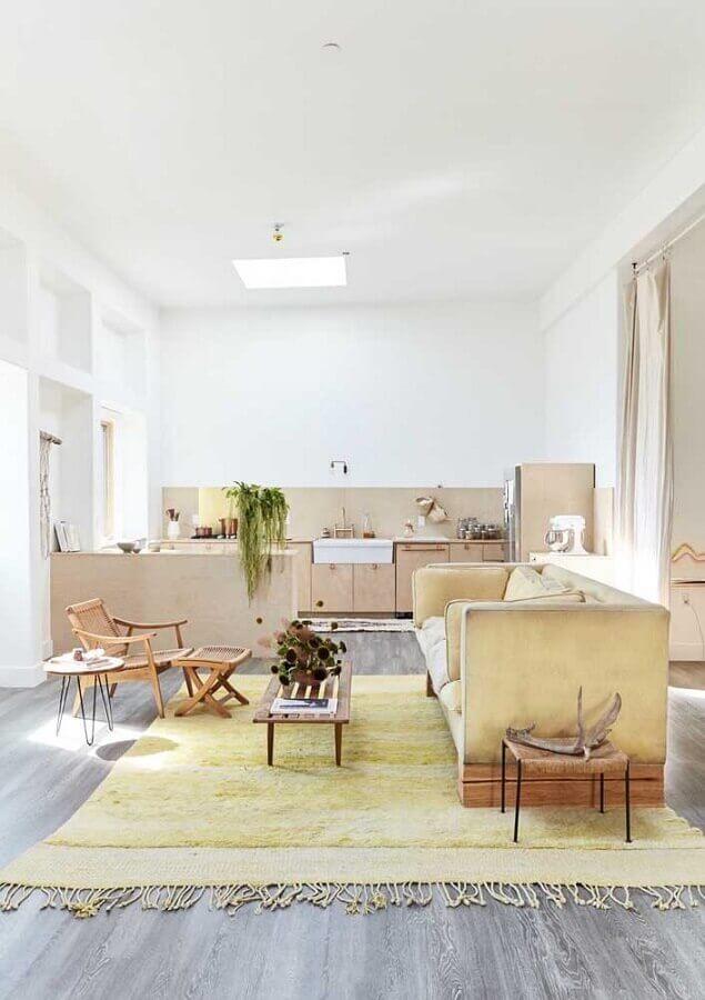 sala amarela com decoração simples Foto Pinterest