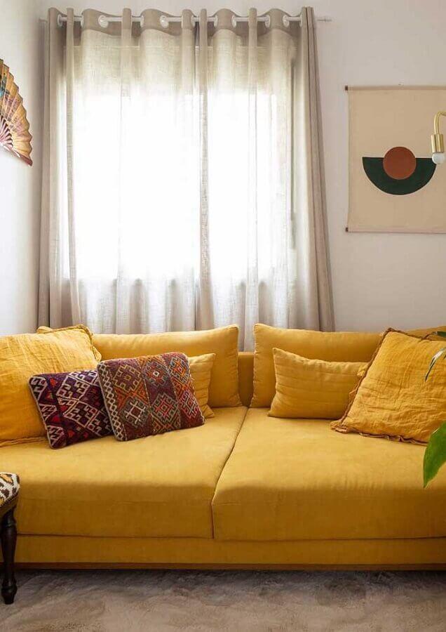 sala decorada com sofá amarelo Foto Webcomunica