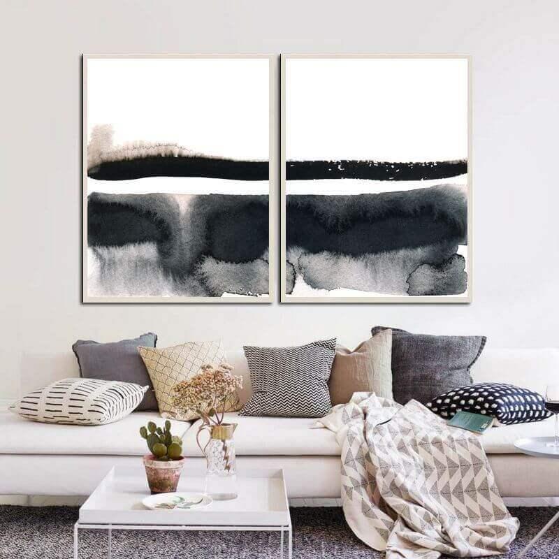 sala decorada com várias almofadas e quadro abstrato preto e branco Foto Murilo Carvalho