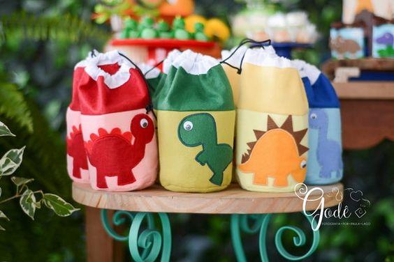 Saquinho surpresa para festa infantil de dinossauros