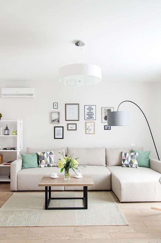 Sala com sofá bege bege claro