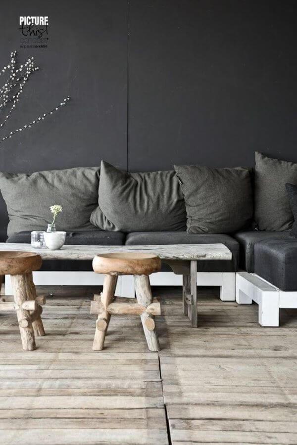 Sofá de palete cinza e branco super confortável