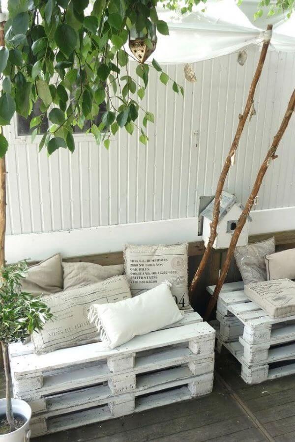 Sofá de palete branco para jardim