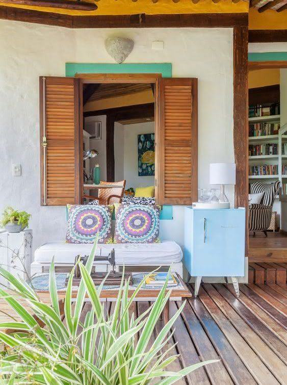 Sofá de palete na casa rústica