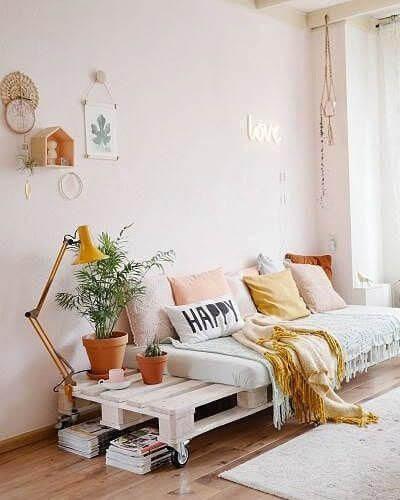 Sofá de palete para sala com rodinhas