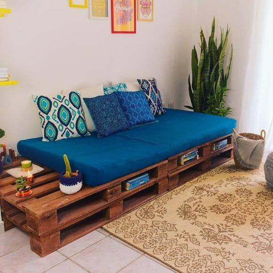 Sofá de palete para sala de estar