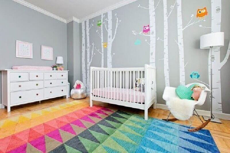 tapete colorido para quarto de menina bebê cinza e branco Foto YCD Design