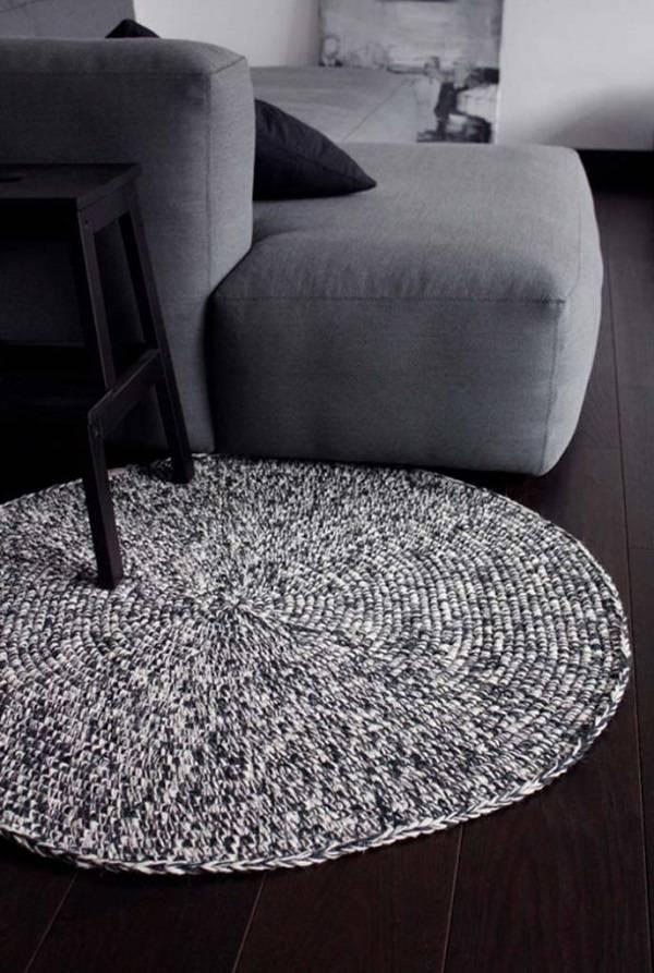tapete de barbante cinza e branco