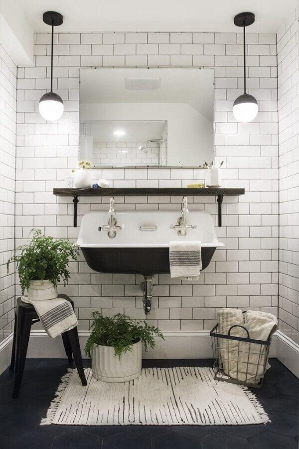 tapete para decoração de banheiro preto e branco Foto Apartment Therapy