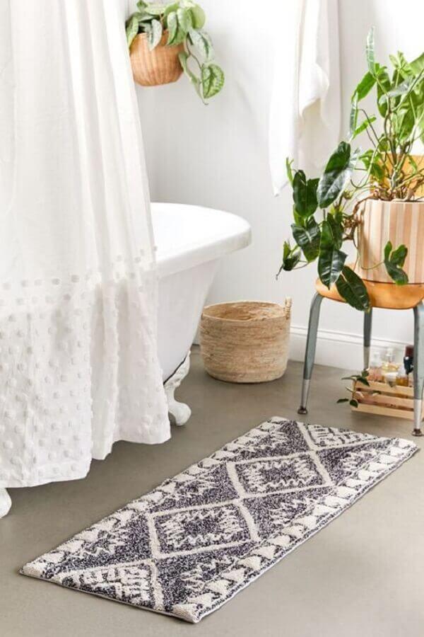 tapete simples para decoração de banheiro com banheira Foto Urban Outfitters