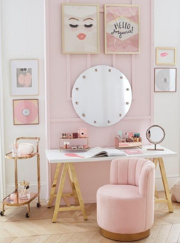 A penteadeira camarim infantil complementa a decoração do quarto