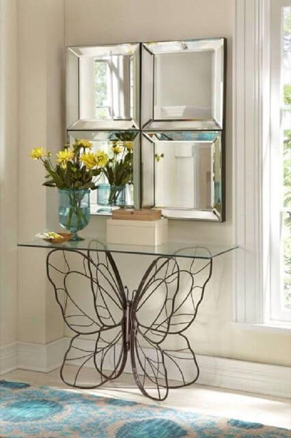 Aparador de ferro para sala de estar com base em formato de borboleta