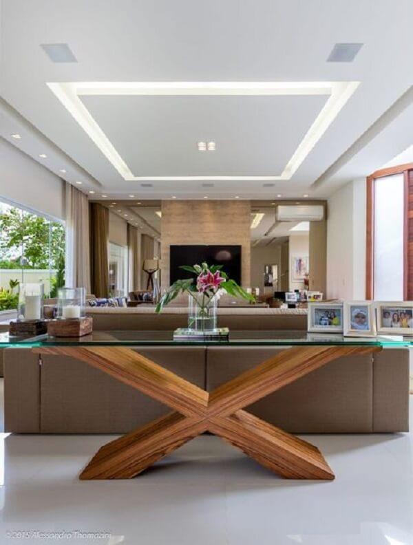 Aparador de vidro para sala de estar com base de madeira