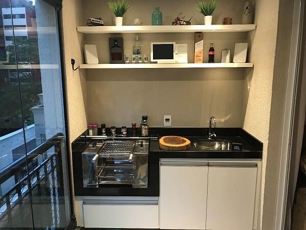 Aproveite o cantinho da sua varanda para instalar uma churrasqueira ecológica para apartamento