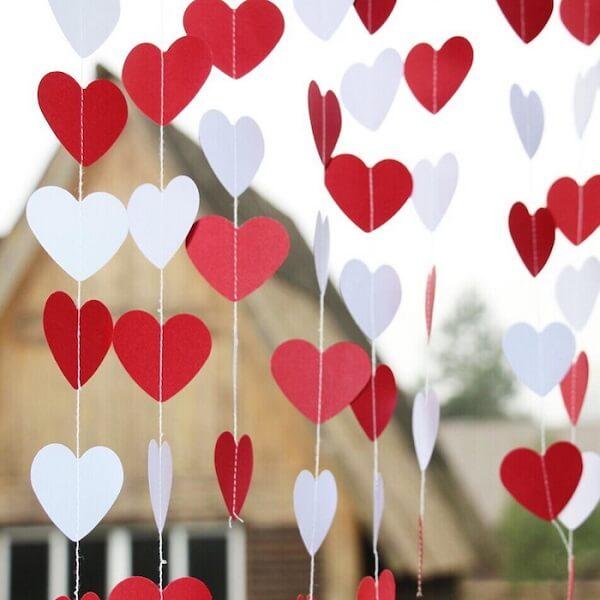 As cortinas de corações podem ser usadas na decoração de quarto dia dos namorados