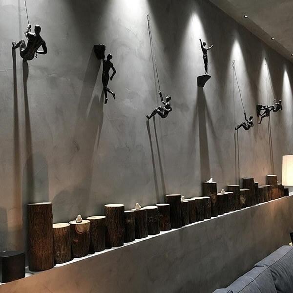 As esculturas de parede trazem descontração para o ambiente