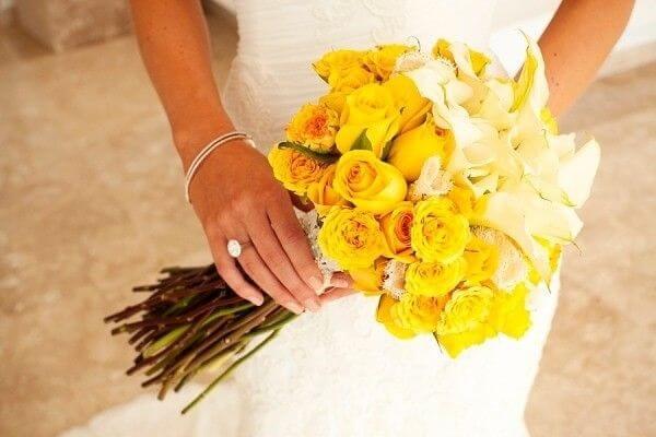 Buquê delicado com flor branca e amarela
