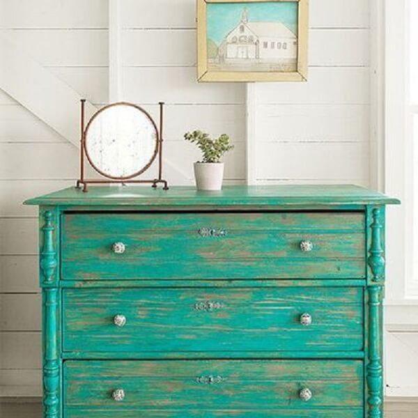 Restaurar móveis é um dos truques para melhorar a decoração