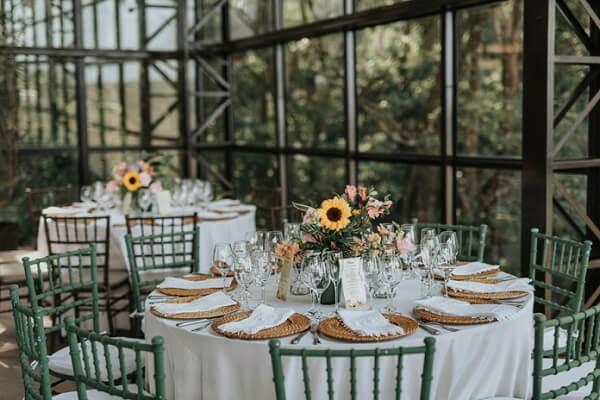 Casamento rústico com flores amarelas