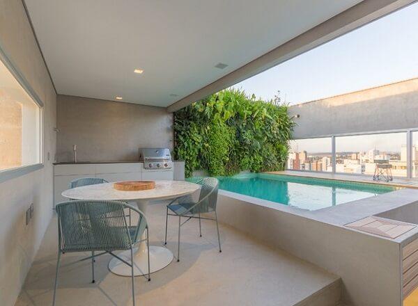 Modelo de churrasqueira para varanda de apartamento ampla