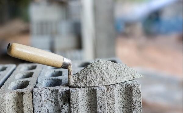 O cimento é um material de construção muito usado em obras e reformas