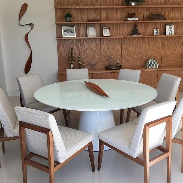 Complemente a decoração da sala de jantar com uma linda escultura de parede