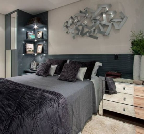 Decore o dormitório com uma linda escultura de parede metal