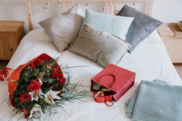 Deixe os presentes sobre a cama