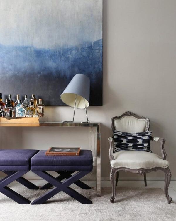 Deixe sua sala muito mais sofisticada com um aparador espelhado
