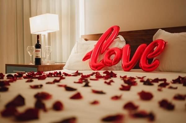 Detalhes que fazem no quarto decorado dia dos namorados
