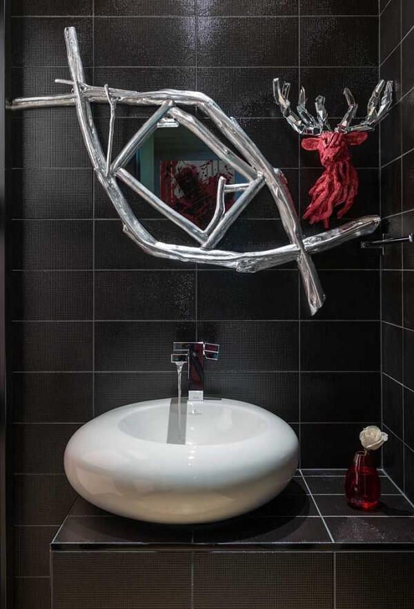 Escultura de parede com espelho embutido