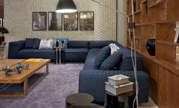 Este modelo de sofá modular acomoda várias pessoas