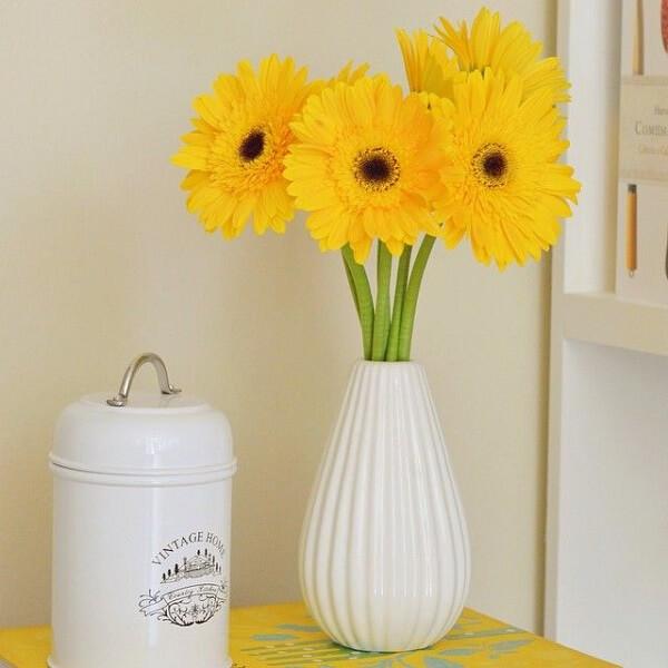 Gérbera amarela na decoração