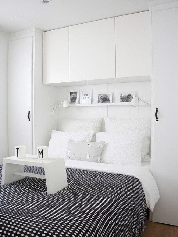 Guarda roupa com camas embutidas de casal com acabamento branco