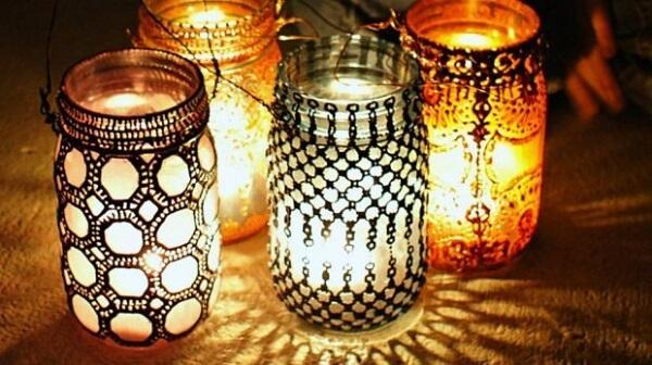 Lanternas marroquinas feitas com frascos de vidro