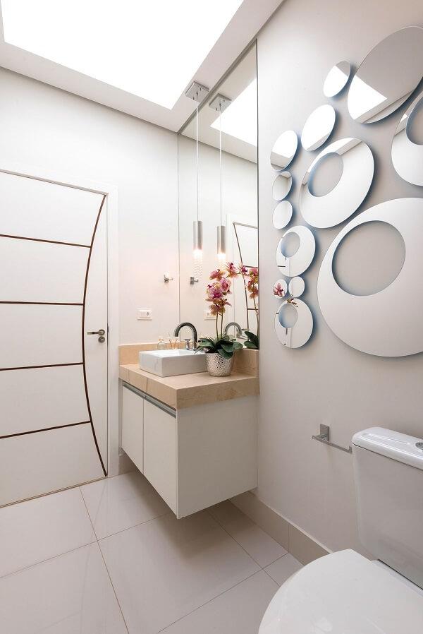 Lavabo clean com escultura de parede espelhada