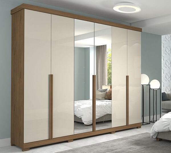 Modelo de guarda roupa casal com pé e espelho