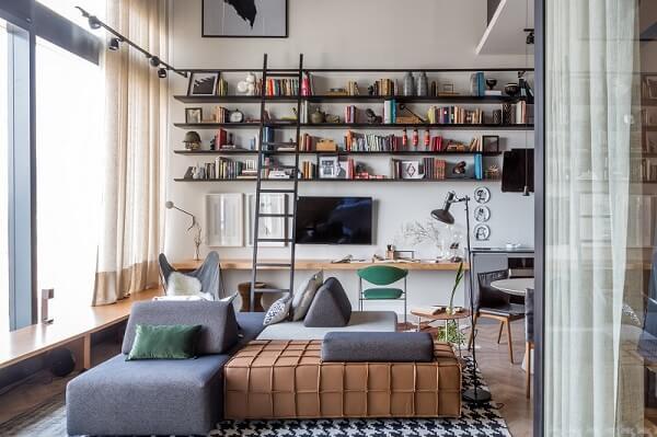 O sofá de módulos preenche o espaço