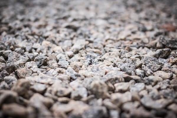 A pedra brita é um agregado mais graúdo muito utilizado na construção