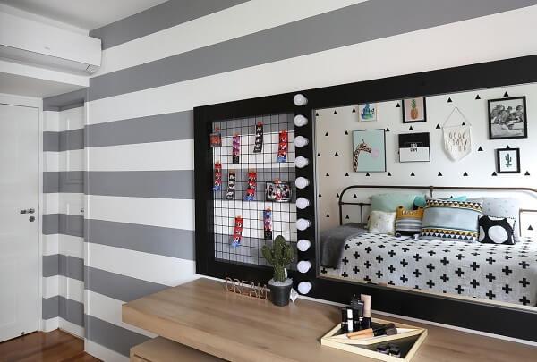 Penteadeira camarim com aramado metálico ajuda a organizar e decorar