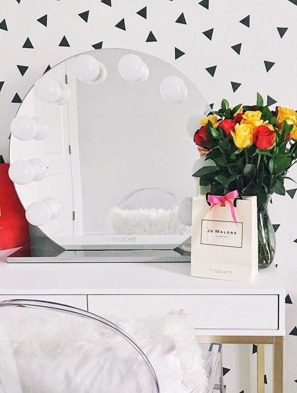 Penteadeira camarim com espelho redondo