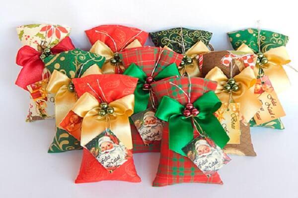 Presentei seus familiares e amigos com um lindo sachê perfumado natalino
