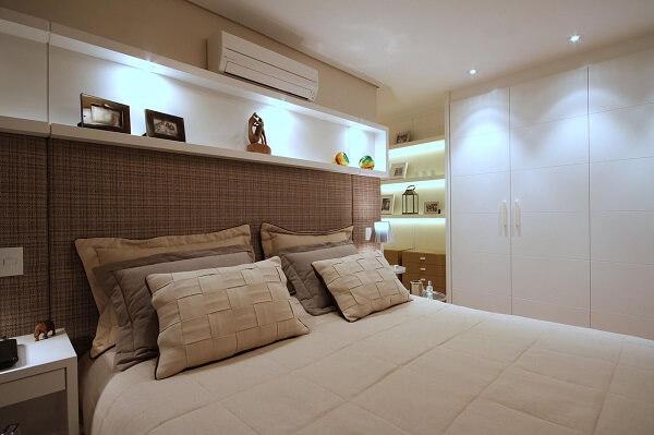 Quarto com guarda roupa planejado casal quarto pequeno branco