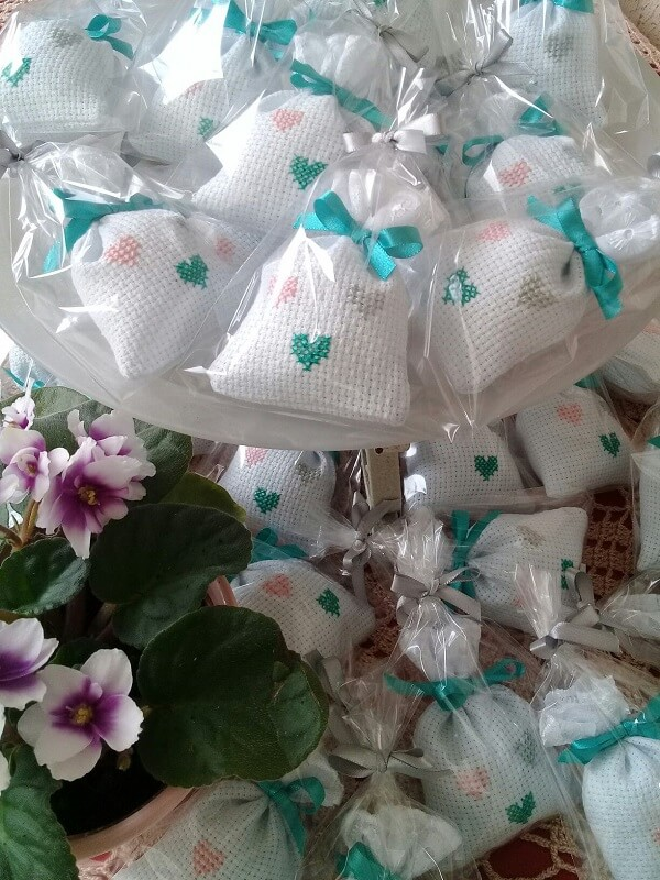 Scented souvenir sachet with embroidered finish