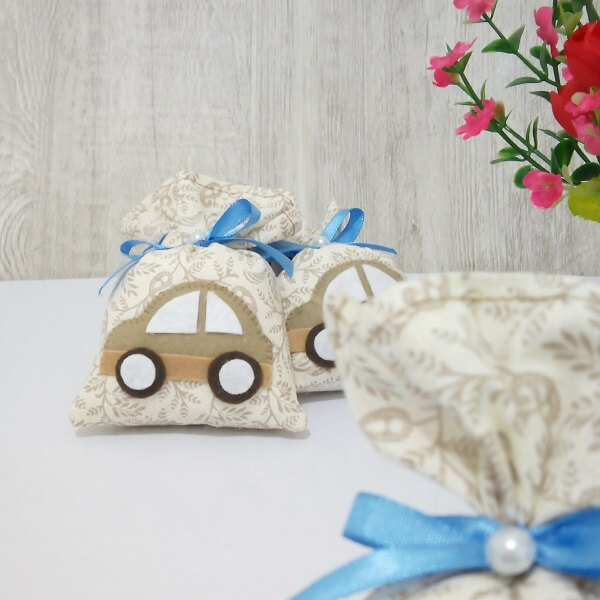 Scented sachet for souvenir with car image