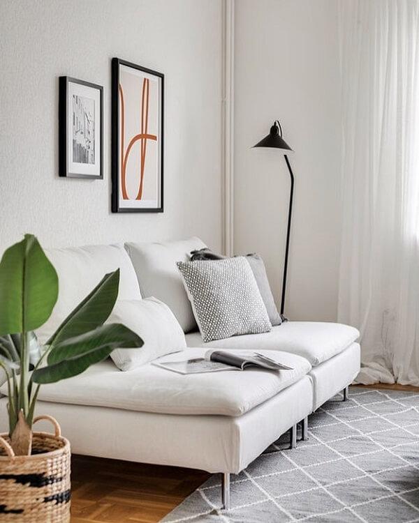Sala pequena com sofá modular branco 2 lugares