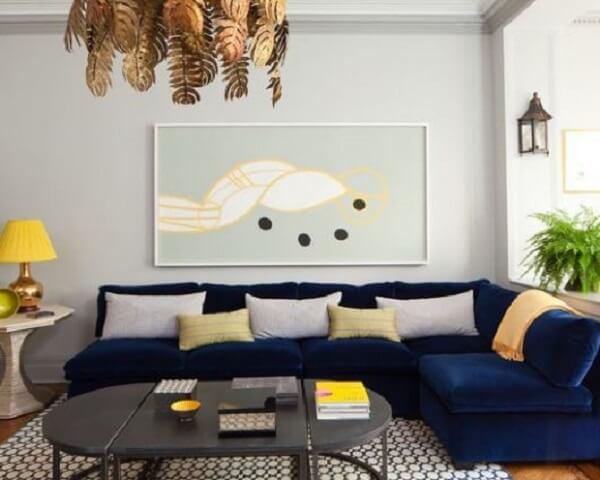 Sofá modular de veludo decora a sala de estar
