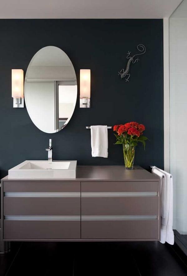 Traga descontração para o banheiro incluindo uma escultura de parede criativa